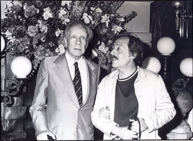 Jorge Luis Borges, junto al fotógrafo José María Fernández