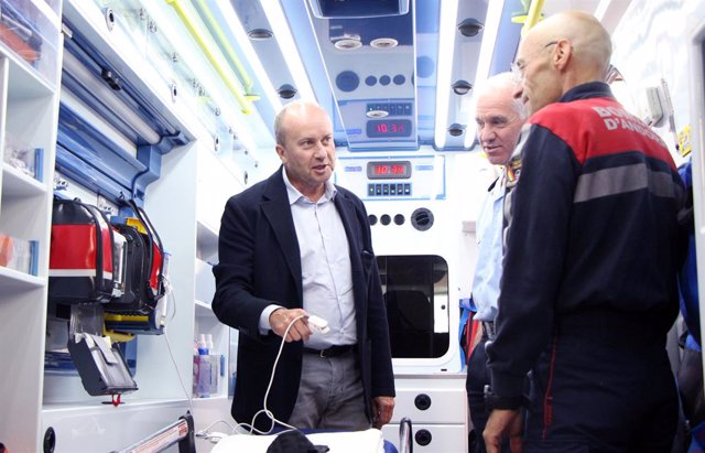 El ministre de Justícia i Interior, Josep Maria Rossell, durant la visita a la caserna de Bombers de Canillo, aquest divendres.