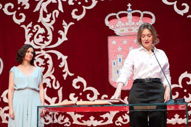 Imagen recurso de la consejera de Cultura y Turismo de la Comunidad de Madrid, Marta Rivera, junto con la presidenta regional, Isabel Díaz Ayuso.