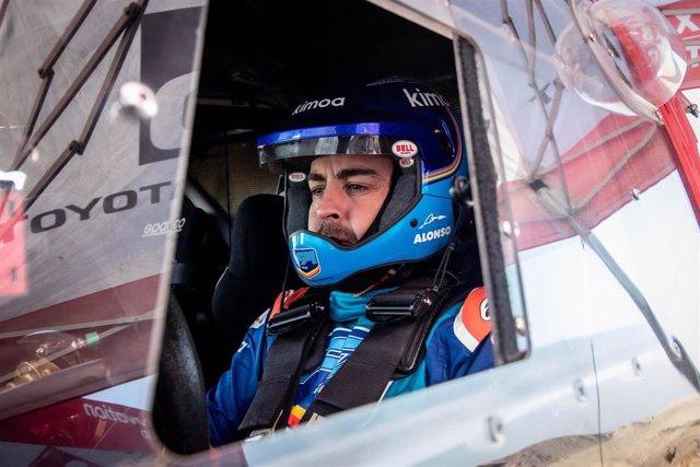 Fernando Alonso al volante del Toyota Hilux