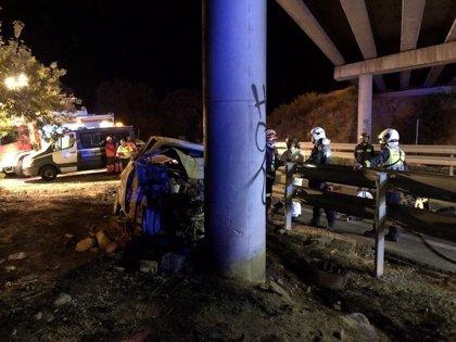 Muere carbonizado un hombre de 46 años tras colisionar su vehículo contra un pilar en la M-527