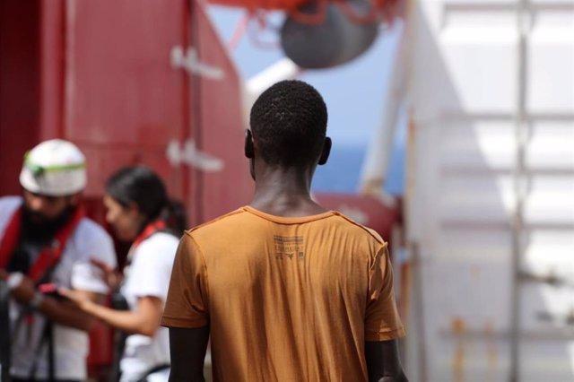 Migrantes rescatados por el 'Ocean Viking'