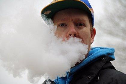 Vapear provoca los mismos cambios pulmonares que los fumadores con enfisema