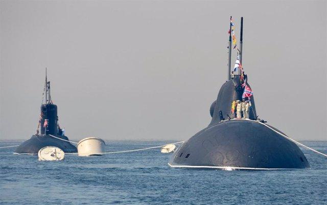 Submarinos rusos zarpan de Vladivostok