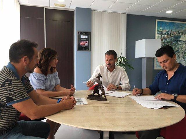 Prensa San Javier. Agenda Y Nota Contrato Suministro Vesturario Policía Local Que Estrenará Nuevo Diseño En El Uniforme