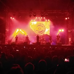 Los Niños de los Ojos Rojos, en el Festival Folk de Plasencia