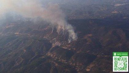 Estabilizado el incendio forestal en Almonaster la Real (Huelva), en el que trabajan 50 bomberos