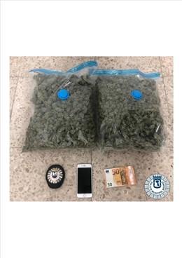 Imagen de la marihuana intervenida por Policía Municipal de Madrid durante la detención de un joven que conducía un coche en el distrito madrileño de San Blas.