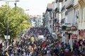 Miles de personas se manifiestan entre Hendaia e Irun contra la cumbre del G7, sin que se produzcan incidentes