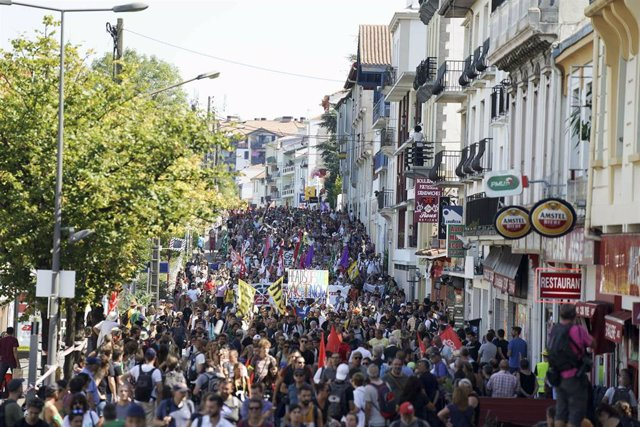 Imagen de la manifestación de Hendaia a Irún