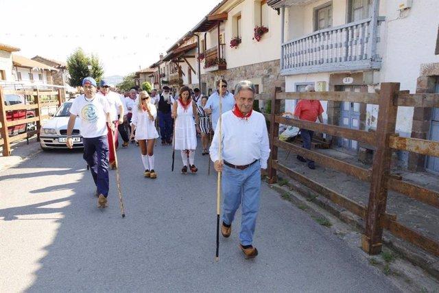 Revilla en la ruta en albarcas de Bárcena de Pie de Concha