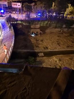 Un adolescente cae al cauce del río seco de Alicante
