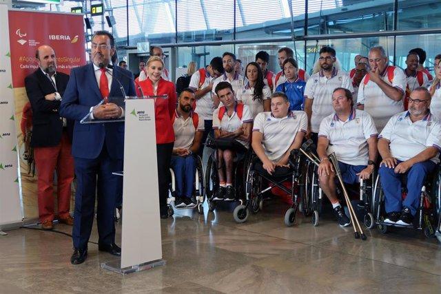 Miguel Carballeda se dirige a los deportistas antes de partir hacia Río de Janeiro
