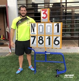 Javier Cienfuegos, con la marca de su nuevo récord de España