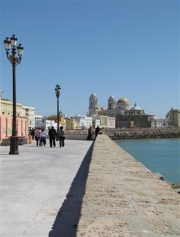 Cádiz.- El alcalde vuelve a reclamar a la Demarcación de Costas la restauración urgente de la muralla marítima de Cádiz