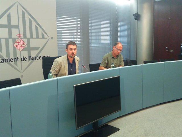 El regidor Marc Serra i el director d'Atenció i Acolliment a l'Immigrant de Barcelona, Ramon Sanahuja. Foto d'arxiu