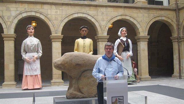 El alcalde de Bilbao, Juan María Aburto, realiza un primer balance de la Aste Nagusia en el Museo Vasco