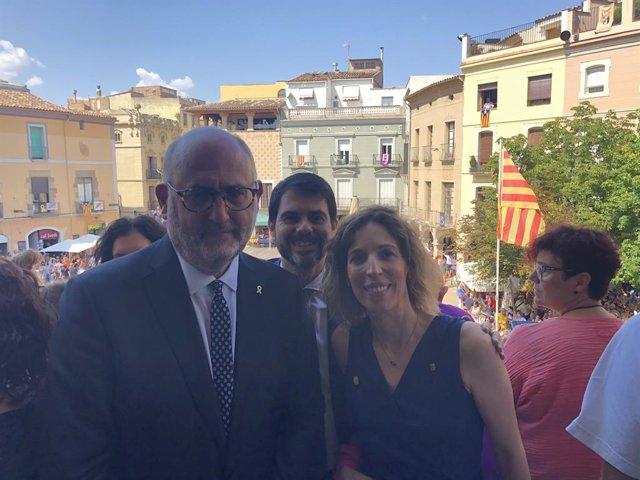 El portaveu adjunt de JxCat en el Parlament, Eduard Pujol, i la consellera d'empresa i Coneixement, Àngels Chacón