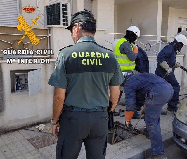Endesa y Guardia Civil desarticular enganches irregulares a la red eléctrica en Huércal de Almería