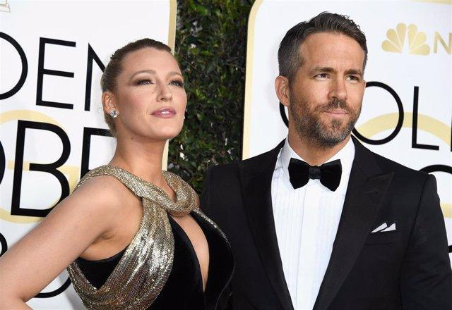 Blake Lively y Ryan Reynolds en los Globos de Oro