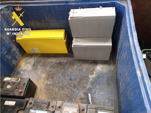 Baterías intervenidas al detenido por la sustracción de este material en un repetidor de Milagros (Burgos).