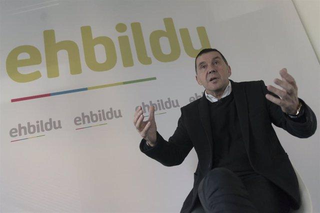 Plano medio del coordinador general de EH Bildu, Arnaldo Otegi, durante la entrevista de Europa Press.  ARNALDO  OTEGI ;