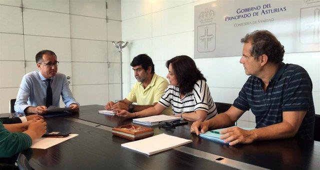 Reunión presidida por el consejero, Pablo Fernández, para analizar el brote de listeriosis.