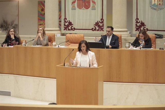 La candidata del PSOE a la presidencia de La Rioja, Concha Andreu, durante su intervención en la primera sesión del debate para su investidura como presidenta de la comunidad.
