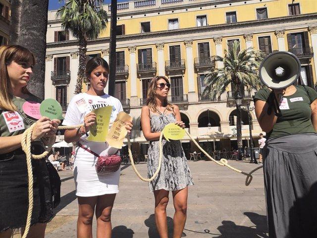 Acción reivindicativa de Avalot-Joves de la UGT de Catalunya para criticar la situación de los becarios.