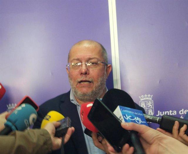 El portavoz y vicepresidente de la Junta de Castilla y León, Francisco Igea, atiende a los medios de comunicación.