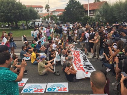 """G7.-La Policía impide a opositores al G7 acceder al centro de Biarritz para trasladar a la """"ilegítima"""" cumbre propuestas"""