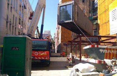 Barcelona comença a instal·lar el primer edifici de mòduls prefabricats, a Ciutat Vella (EUROPA PRESS)