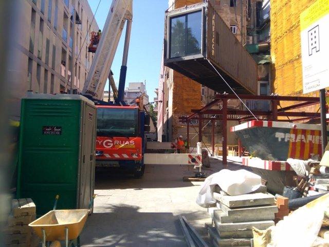 Instal·lació del primer mòdul del primer edifici d'allotjaments Aprop de Barcelona