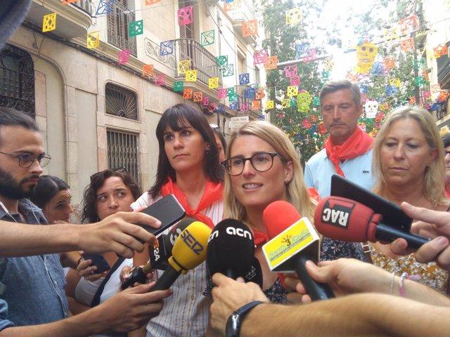 Elsa Artadi en declaracions als mitjans amb altres representants de JxCat