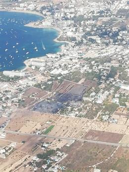 Vista aérea del incendio de Camí des Pou d'en Mosson en Sant Josep de Sa Talaia (Ibiza).