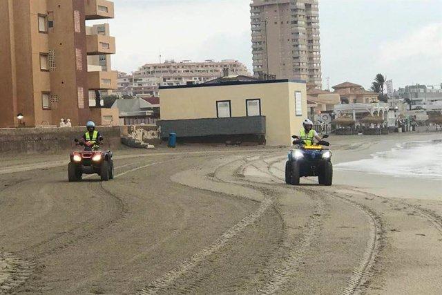 Personal de Protección Civil recorren las playas de Galúa y Monte Blanco en busca de nuevos restos del accidente aéreo