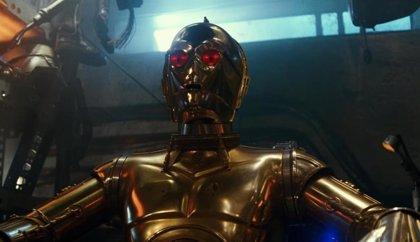 """Los ojos rojos de C-3PO en Star Wars 9 enloquecen a los fans: """"Ya ha tenido suficiente de los Skywalker"""""""
