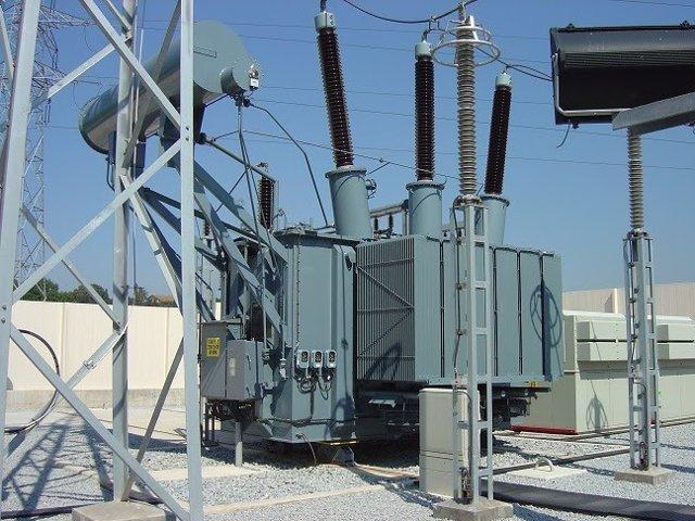 Endesa implanta un nuevo transformador con el doble de potencia en Alfarràs (Lleida).