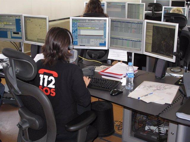 Una operadora en la centralita del 112.