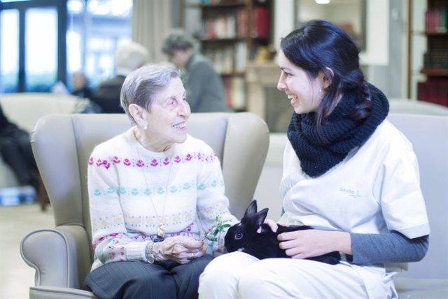 Los cuidadores de las personas con demencia pierden entre 2,5 y 3,5 horas de sueño a la semana
