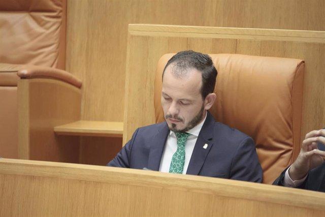 El portavoz de Ciudadanos en el Parlamento de La Rioja, Pablo Baena, durante la segunda sesión del debate de investidura de la candidata socialista, Concha Andreu, a la Presidencia de La Rioja.