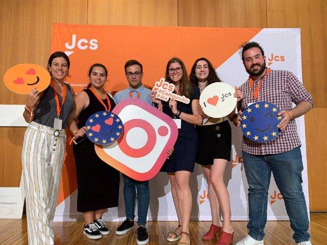 La responsable autonómica de Jóvenes Cs, Lidia Sabater (tercera por la derecha).