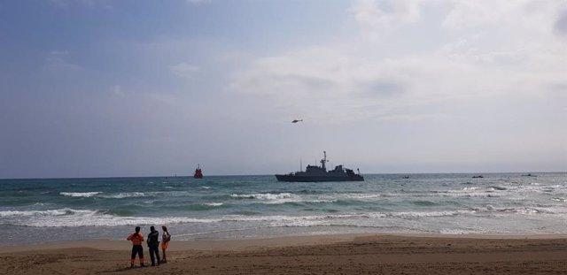 El cazaminas Turia de la Armada se une a las labores de rescate del avión siniestrado en La Manga