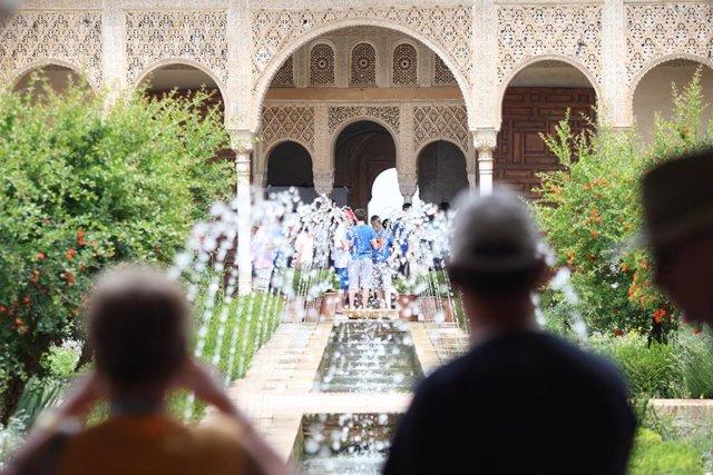 Nota De Prensa Y Fotos: La Oferta Cultural Y Patrimonial Atrajo A 10,5 Millones De Turistas A Andalucía En 2018
