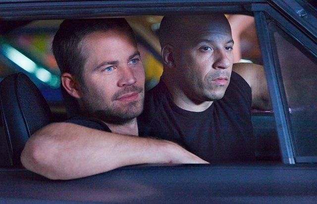 Cody Walker como Brian O'Conner junto a Vin Diesel como Dominic Toretto en Fast & Furious