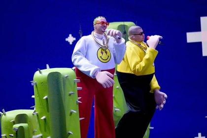 VÍDEO: J Balvin y Bad Bunny, marionetas gigantes en los MTV VMAs