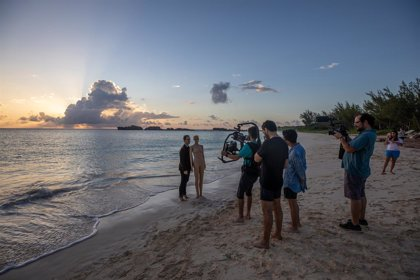 El cineasta Manolo Caro, el actor Pedro Alonso y el bailarin Isaac Hernández se unen por los oceános con Greanpeace