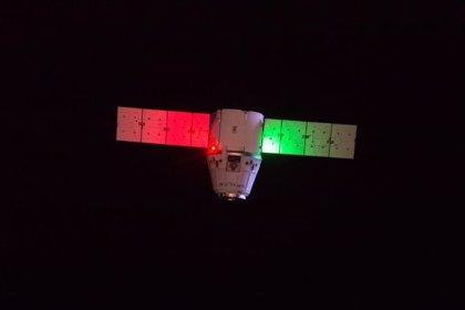 Ciencia.-La nave SpaceX Dragon aterriza con éxito en la Tierra después de haber recogido muestras científicas de la ISS