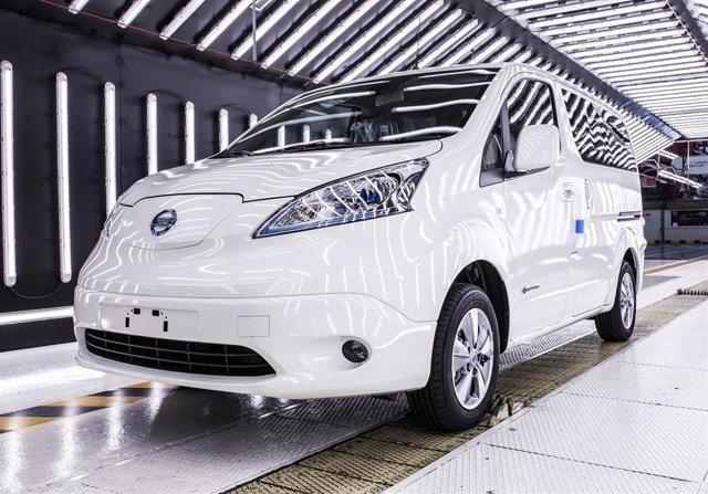Fabricación de la furgoneta eléctrica eNV200 en la planta de Nissan en Barcelona