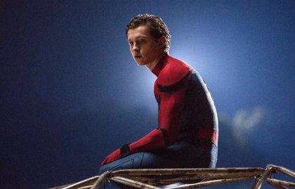 """Las estrellas del Universo Marvel lamentan la salida de Spider-Man: """"El pequeño Tom Holland sigue en nuestros corazones"""""""